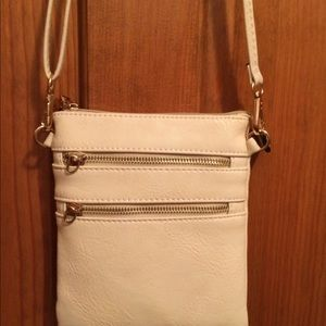 Handbags - 🌹NWOT Vegan Leather Crossbody / Shoulder Bag